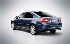 2012-Volvo-S80-rear-view